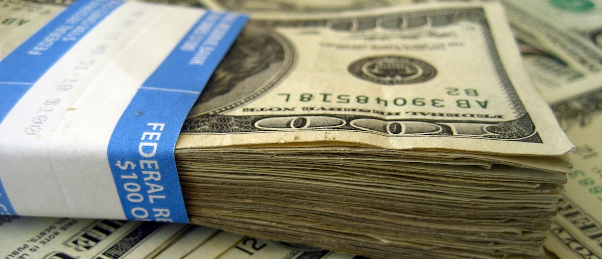 Here is a pile of american dollars. (Photo: flickr: 401kcalculator.org)