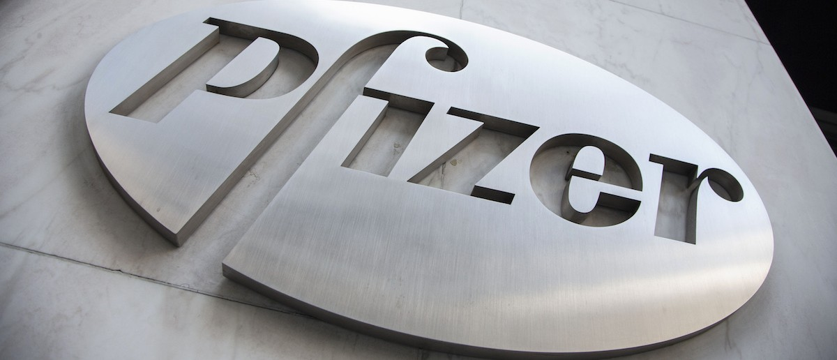 The Pfizer logo is seen at their world headquarters in New York April 28, 2014. U.S. drugmaker Pfizer Inc approached Britain's AstraZeneca Plc two days ago to reignite a potential $100 billion takeover and was rebuffed, raising investor expectations it will have to increase its offer to close the deal. REUTERS/Andrew Kelly