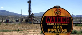 A drilling rig operates as a sign warns of underground natural gas pipelines outside  Rifle, Colorado, June 6, 2012. Picture taken June 6, 2012. REUTERS/George Frey