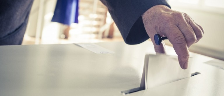 Man casts a vote. (Photo: Shutterstock)