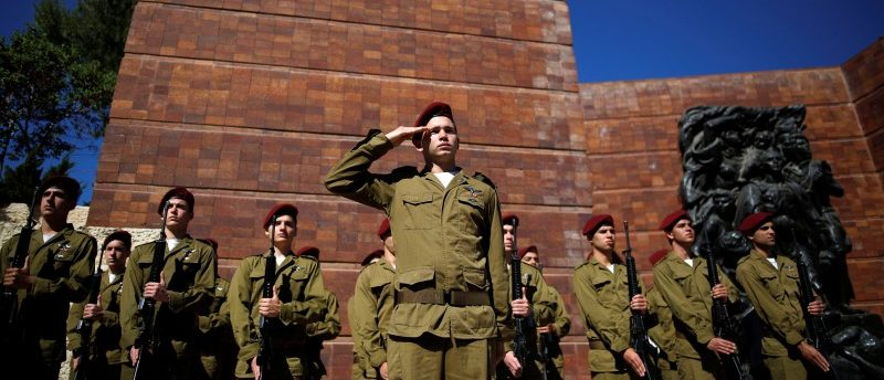 Israeli soldiers take part in a ceremony marking the annual Holocaust Remembrance Day in Israel, at Yad Vashem Holocaust Remembrance Center in Jerusalem May 5, 2016. REUTERS/Amir Cohen