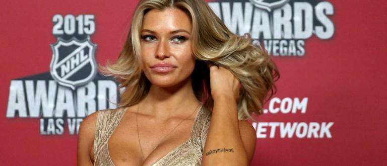 Samantha Hoopes cleavage