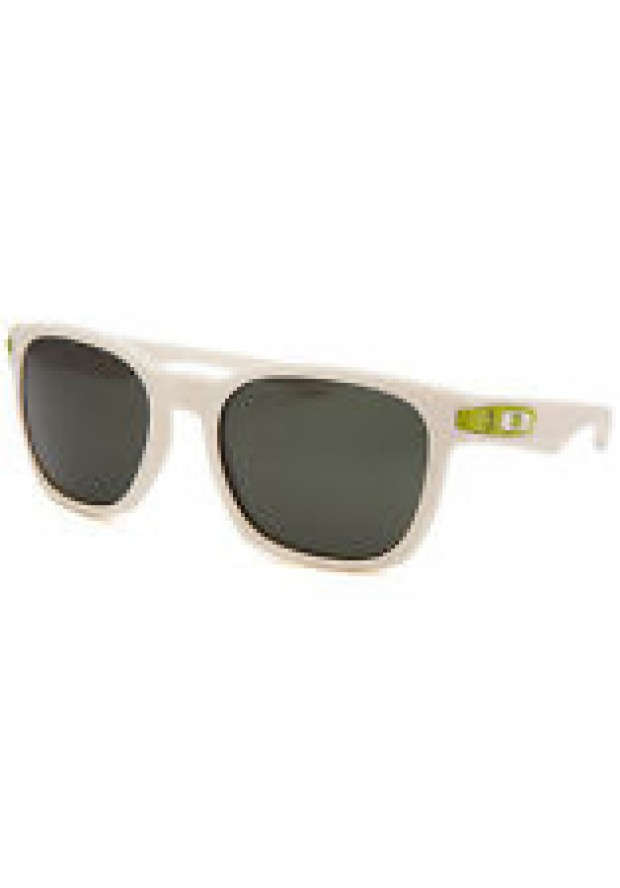 These Oakleys are almost half off their original price (Photo via eBay)
