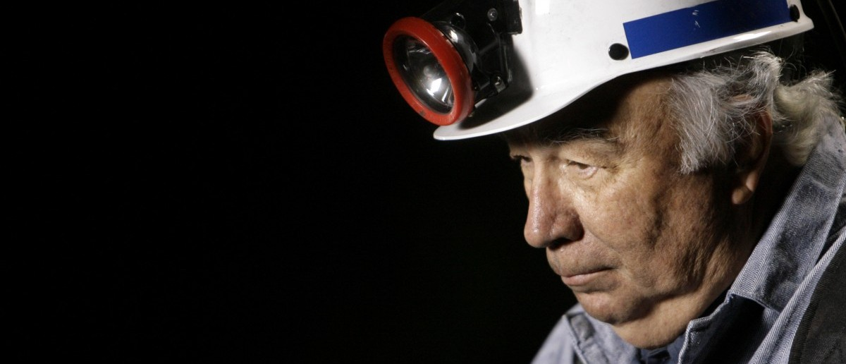 Robert Murray, president and CEO of Murray Energy Corporation, the co-owner and operator of the Crandall Canyon mine, waits before a television interview in the early morning hours on the status of rescue efforts to save the six trapped coal miners in Huntington, Utah August 11, 2007. REUTERS/Danny Moloshok