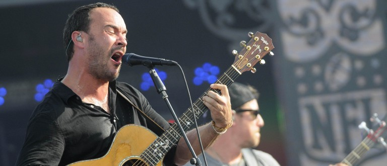 Dave Matthews of The Dave Matthews Band sings during a special pre-game show honoring the Super Bowl champion New Orleans Saints who are hosting the Minnesota Vikings in the NFL's 91st season opener in New Orleans, September 9, 2010. REUTERS/Cheryl Gerber (UNITED STATES - Tags: ENTERTAINMENT SPORT FOOTBALL) - RTR2I4HS