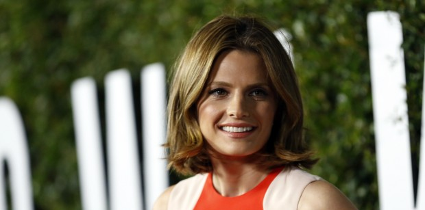 """Actress Stana Katic poses at the premiere of """"Mandela: Long Walk to Freedom"""" in Los Angeles, California November 11, 2013. The movie opens in limited release in the U.S. on November 29. photo:REUTERS/Mario Anzuoni) (UNITED STATES - Tags: ENTERTAINMENT) - RTX15A3C"""
