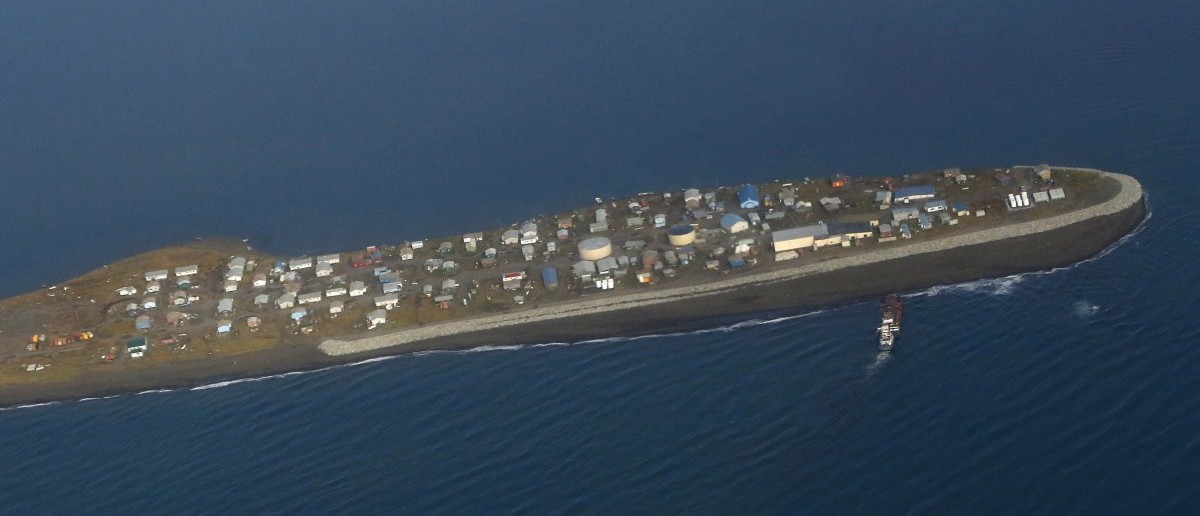 The island village of Kivalina, an Alaska Native community of 400 people the White House chose to highlight as a community at risk from rising sea levels, can be seen from Air Force One as U.S. President Barack Obama flies to Kotzebue, Alaska September 2, 2015. The stop in Kotzebue makes Obama the first sitting U.S. president to visit a community north of the Arctic Circle, a trek the White House hopes will bring into focus how climate change is affecting Americans. REUTERS/Jonathan Ernst - RTX1QTPT