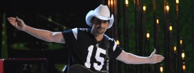 """Brad Paisley performs """"Country Nation"""" at the 49th Annual Country Music Association Awards in Nashville, Tennessee November 4, 2015. REUTERS/Harrison McClary - RTX1UTGN"""