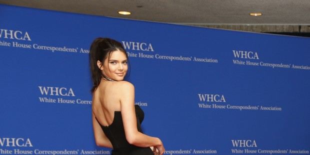 Model Kendall Jenner arrives on the red carpet for the annual White House Correspondents Association Dinner in Washington, U.S., April 30, 2016. REUTERS/Jonathan Ernst - RTX2C9IN