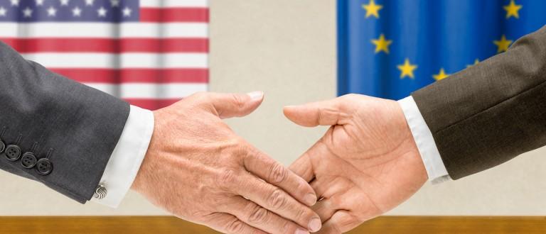 Representatives of the USA and the EU shake hands