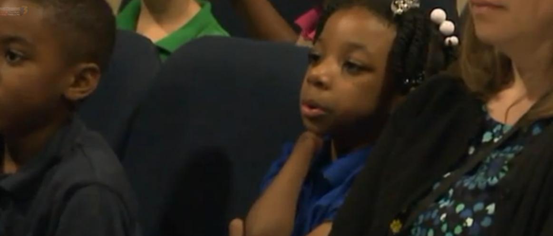 Anaya Ellick - First grader born without hands wins penmanship award (screen capture -WTKR)
