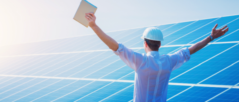 Happy working solar station raising his hands with tablet computer on a background of photovoltaic panels. Science solar energy.(Copyright: Schuttershock Kuznetcov_Konstantin)