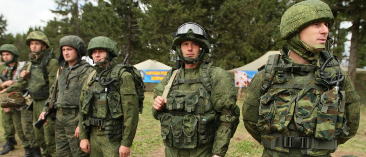 During Command post exercises with 98-th Guards Airborne Division in Kostroma region. Source: De Visu/Shutterstock