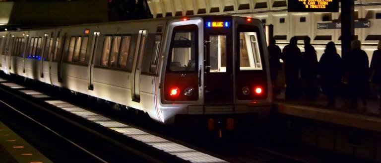 DC Metro train pulls into station. (Shuttershock/2265524729)
