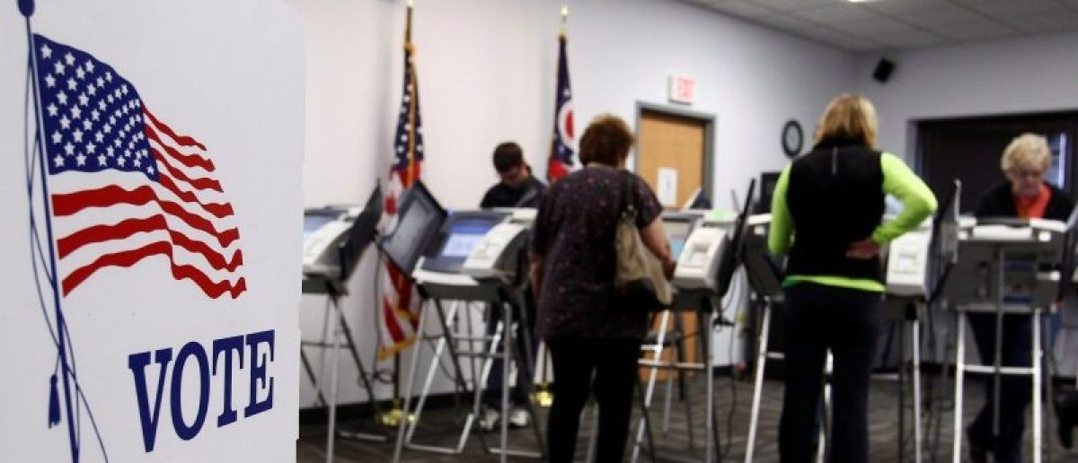 Ohio voters cast their votes at the polls for early voting in the 2012 U.S. presidential election in Medina, Ohio, United States on October 26, 2012. To match Insight USA-VOTINGRIGHTS/OHIO REUTERS/Aaron Josefczyk/Files
