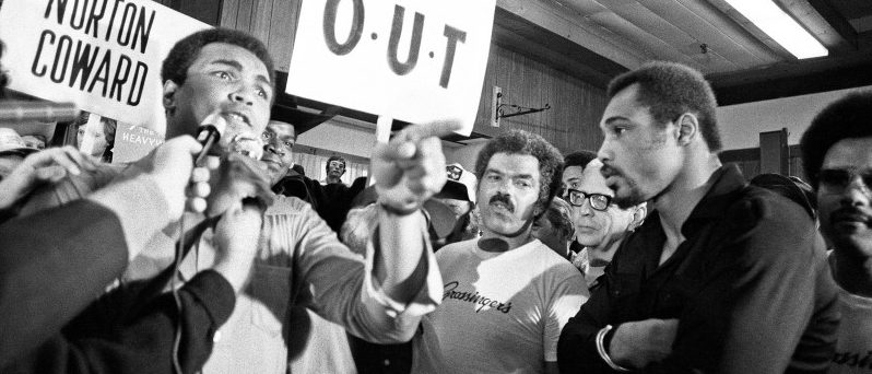 Muhammad Ali and his entourage try to wind up Ken Norton ahead of their third fight in New York, September 1976.   Action Images / MSI
