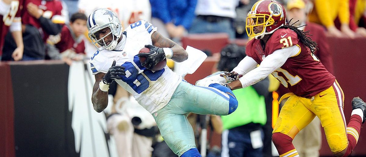 LANDOVER, MD - DECEMBER 22:  Dez Bryant #88 of the Dallas Cowboys catches a touchdown in the second quarter against the Washington Redskins at FedExField on December 22, 2013 in Landover, Maryland.  (Photo by Greg Fiume/Getty Images)
