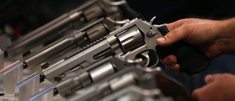 Smith and Wesson handguns are displayed during the 2015 NRA Annual Meeting (Getty Images)