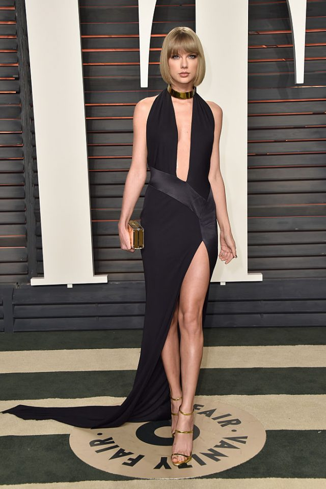 BEVERLY HILLS, CA - FEBRUARY 28: Recording artist Taylor Swift attends the 2016 Vanity Fair Oscar Party Hosted By Graydon Carter at the Wallis Annenberg Center for the Performing Arts on February 28, 2016 in Beverly Hills, California. (Photo by Pascal Le Segretain/Getty Images)