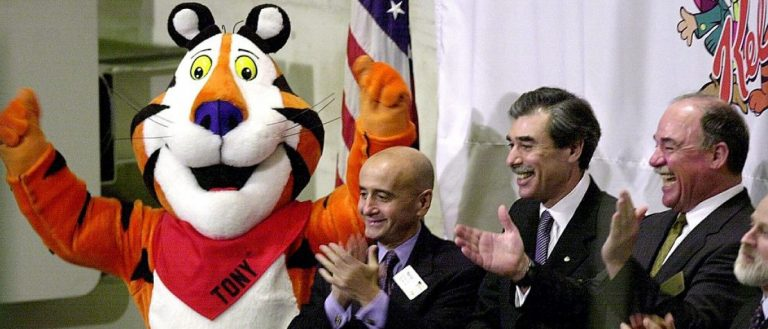 "NEW YORK, UNITED STATES: ""Tony the Tiger"" celebrates the Kellogg Company's acquisition of the Keebler Foods Company by joining New York Stock Exchange Chairman Richard Grasso (2nd from L), Kellogg Chairman and CEO Carlos Gutierrez (2nd from R), and Keebler CEO Sam Reed (R) on the bell podium at the start of the trading day 27 March 2001. Kellogg's, the world's largest producer of cereal, recently acquired Keebler, the second largest producer of crackers and cookies in the U.S. HENNY RAY ABRAMS/AFP/Getty Images"