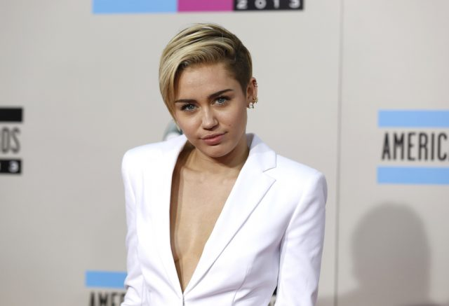 Singer Miley Cyrus arrives at the 41st American Music Awards in Los Angeles, California November 24, 2013. REUTERS/Mario Anzuoni