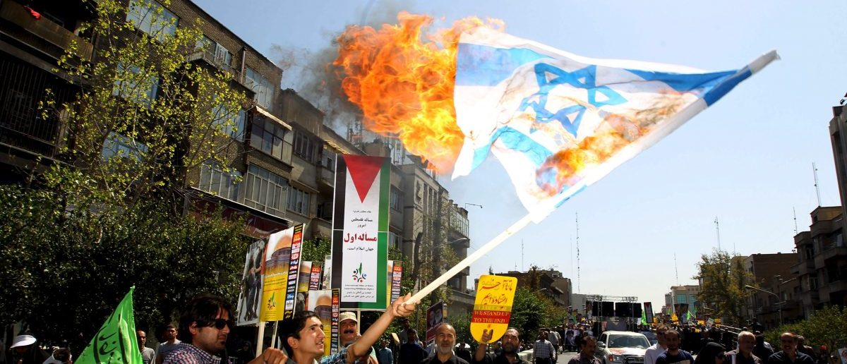 Iranian demonstrators burn an Israeli flag during a rally marking al-Quds (Jerusalem) Day in Tehran July 10, 2015. REUTERS/Stringer/TIMA