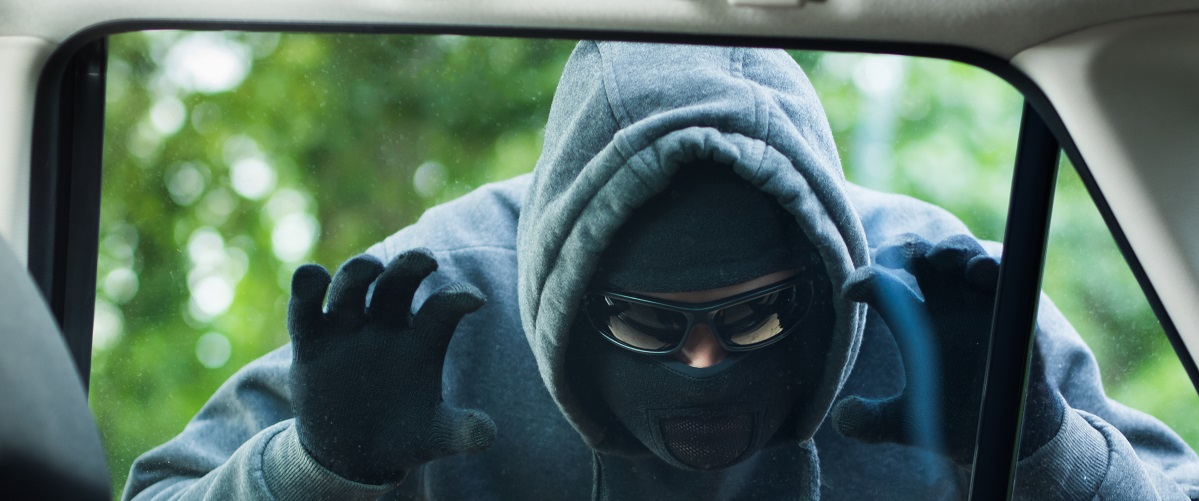 Robber looking to steal car valuables. (Shutterstock)