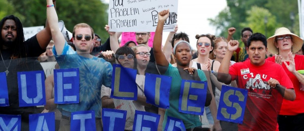 Demonstrators protesting the shooting death of Philando Castile gather in front of the police department in St Anthony, Minnesota, U.S., July 10, 2016.  REUTERS/Adam Bettcher