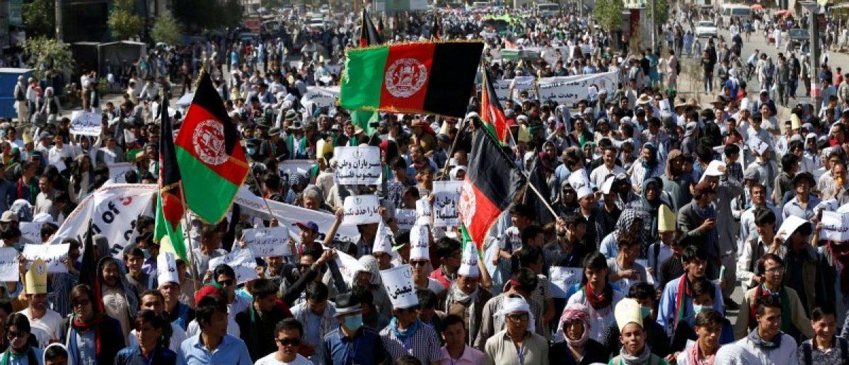 Demonstrators from Afghanistan's Hazara minority attend a protest in Kabul, Afghanistan July 23, 2016. REUTERS/Omar Sobhani