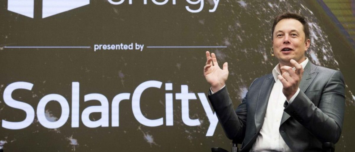 FILE PHOTO -- Elon Musk, chairman of SolarCity and CEO of Tesla Motors, speaks at SolarCity's Inside Energy Summit in Manhattan, New York October 2, 2015. REUTERS/Rashid Umar Abbasi/File Photo