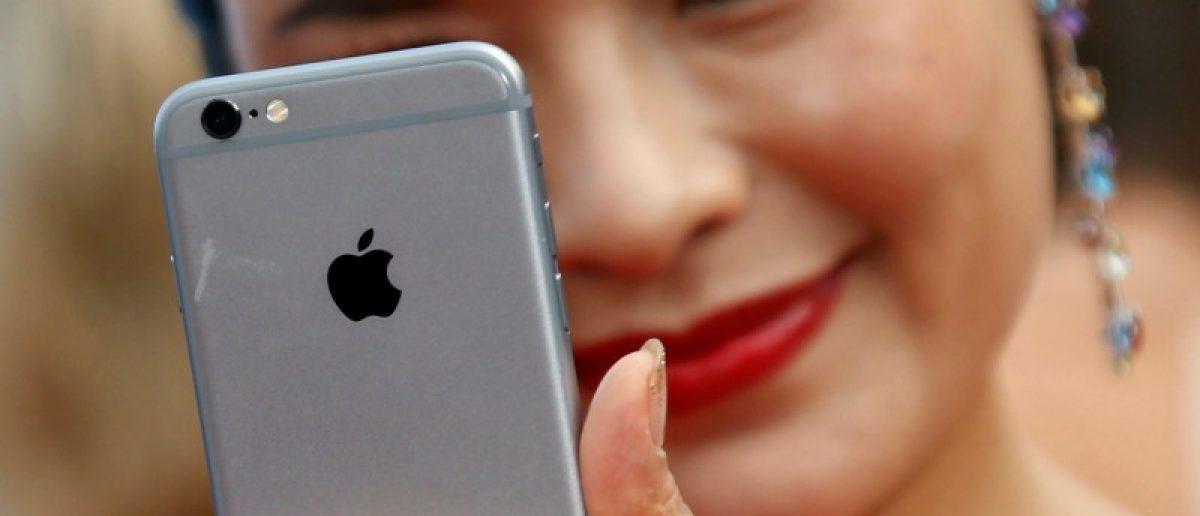 This iPhone lens will help you take better phone pics (REUTERS/Regis Duvignau/File Photo)