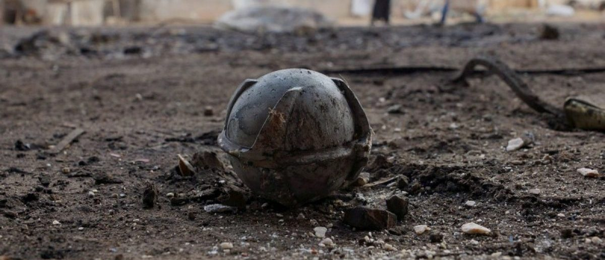 An unexploded cluster bomblet is seen along a street after airstrikes by pro-Syrian government forces in the rebel held al-Ghariyah al-Gharbiyah town, in Deraa province, Syria February 11, 2016. REUTERS/Alaa Al-Faqir/File Photo