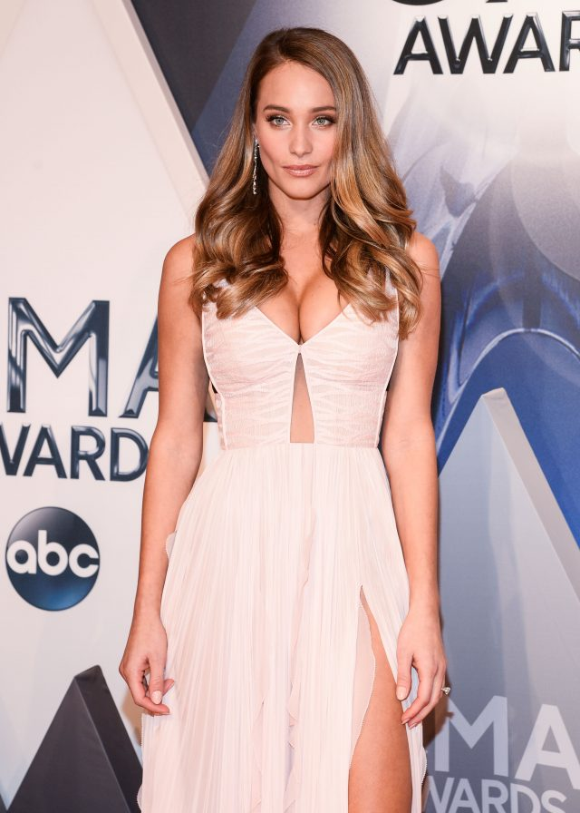 Model Hannah Davis stuns showing off her Engagement Ring at 49th Annual CMA Awards Red carpet Nov 04, 2015 - Bridgestone Arena - Nashville, Tennessee, United States Pictured: Hannah Davis Ref: SPL1169951 041115 Picture by: Splash News