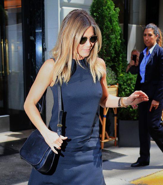 Jennifer Aniston no bra