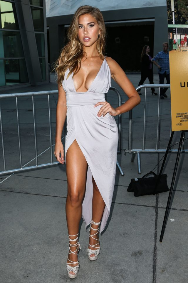 Kara del toro was inches away from having a serious - Swimming pool wardrobe malfunction ...