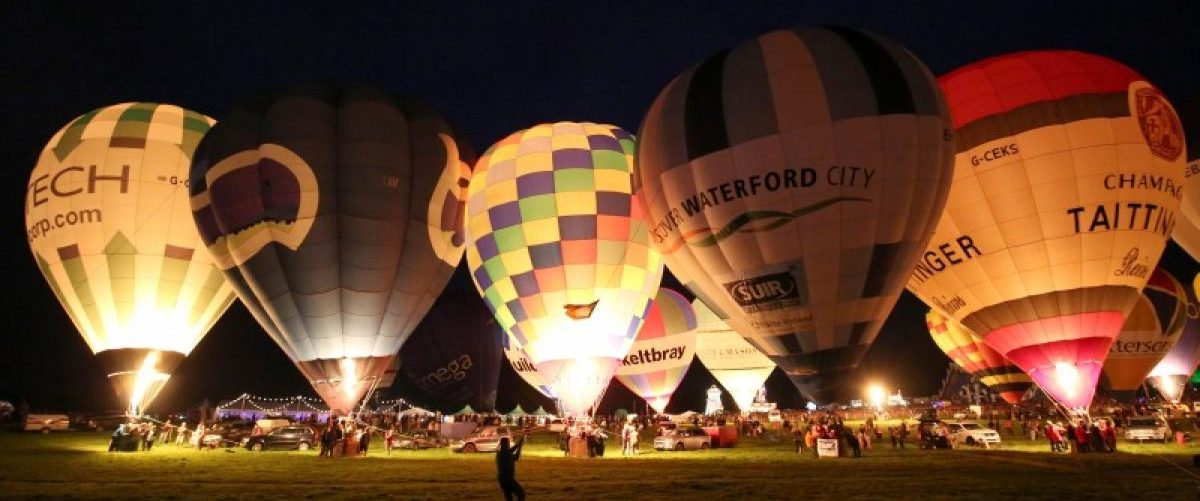 """Balloons are illuminated as part of the """"nightglow"""" during the Bristol International Balloon Fiesta in Bristol, Britain August 11, 2016. REUTERS/Neil Hall"""