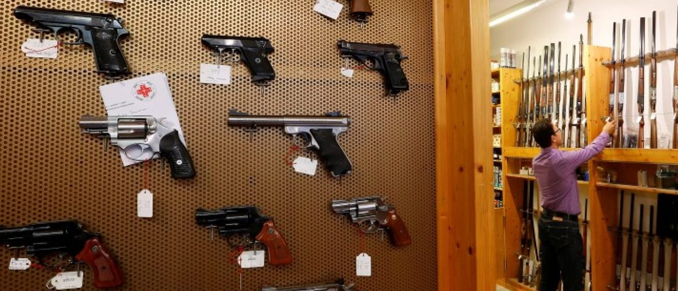 Handguns and sporting guns are displayed at Wyss Waffen gun shop in the town of Burgdorf, Switzerland August 10, 2016. REUTERS/Arnd Wiegmann