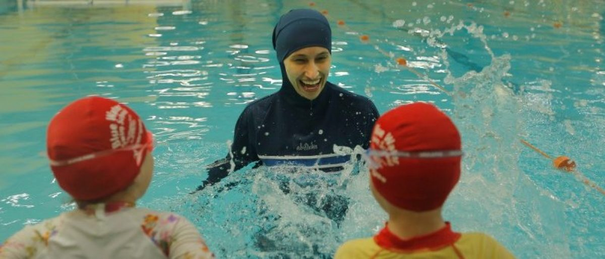 Australian Muslim swimming instructor Fadila Chafic wears her full-length 'burkini' swimsuit during a swimming lesson with her children Taaleen (L) and Ibrahim at swimming pool in Sydney, August 23, 2016. REUTERS/Jason Reed