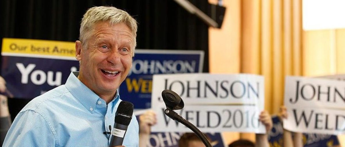 Gary Johnson talks to a crowd of supporters at a rally on August 6, 2015 (Getty Images)