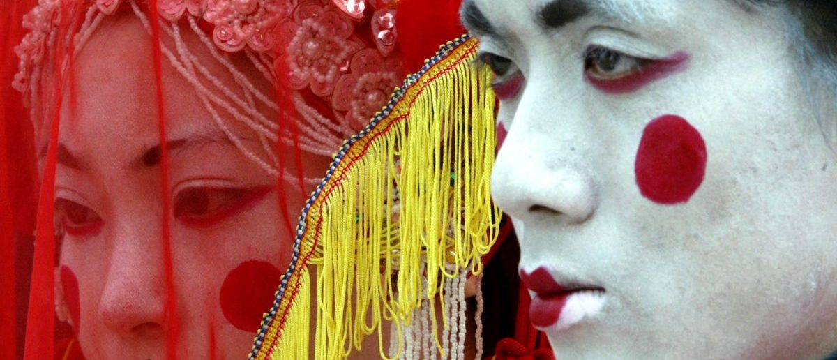 Artists dressed as Chinese ghost bride and bridegroom at the Hong Kong Ocean Park September 16, 2003 in preparation for the largest Halloween event in Hong Kong and Southest Asia to be held in October. Artists from different cultures will act as ghosts and spirits of the underworld. REUTERS/Bobby Yip