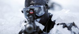 A member of the South Korean Special Warfare Forces takes his position in frozen waters during a winter exercise in Pyeongchang January 8, 2015. North Korean leader Kim Jong Un said there was 'no reason' not to hold a high-level summit with neighbouring South Korea, speaking in a New Year's address broadcast by state media last Thursday. REUTERS/Kim Hong-Ji
