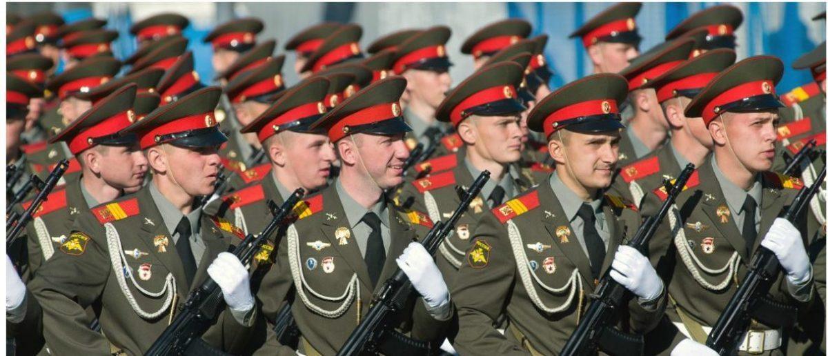 Russian Army: Pukhov Konstantin/Shutterstock.com