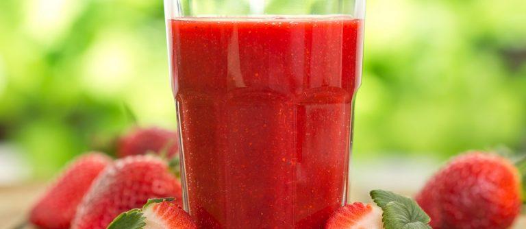 Strawberry smoothie. (pilipphoto/Shutterstock)