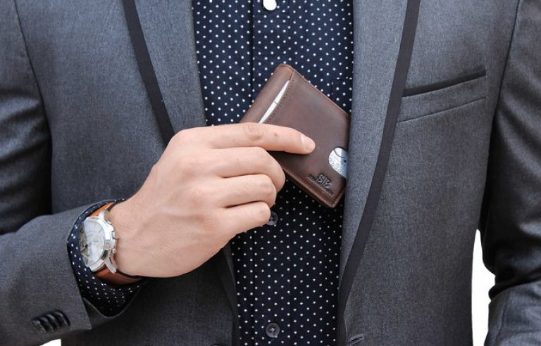 This RFID-blocking wallet is $60 off (Photo via Amazon)