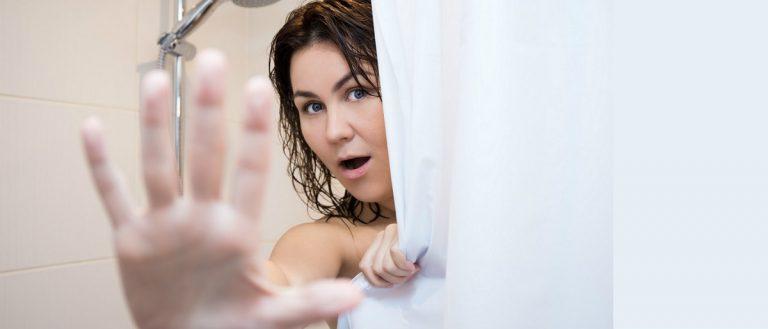 shower surprise Shutterstock/Di Studio