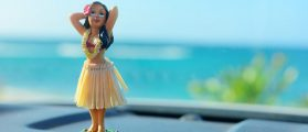 VIDEO: Woman Becomes Unglued Over Lyft Driver's 'Racist' Hula Doll