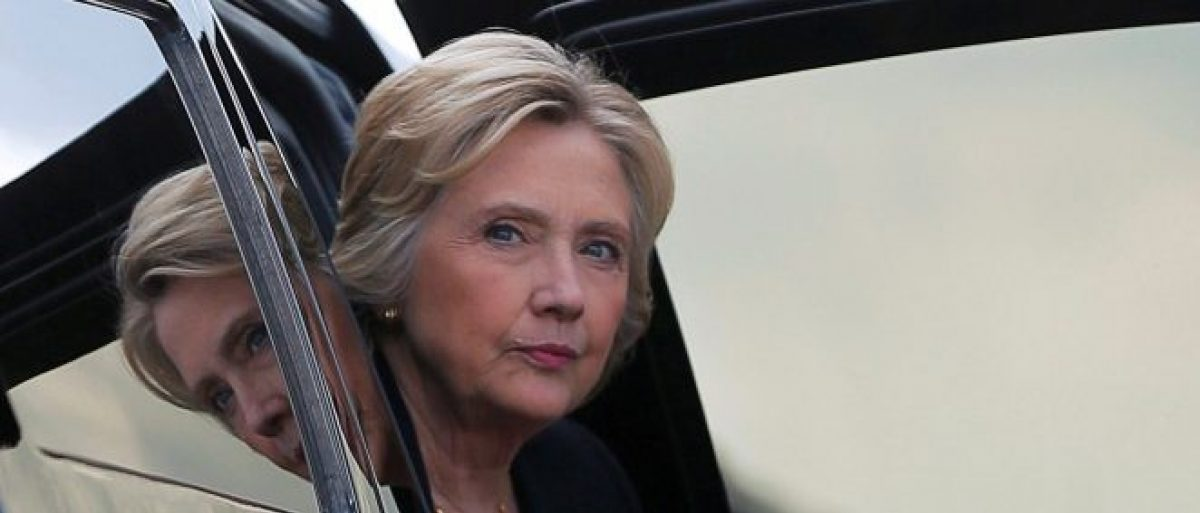 Democratic presidential nominee Hillary Clinton arrives at the airport following a campaign Voter Registration Rally at the University of South Florida in Tampa, Florida, United States, September 6, 2016. REUTERS/Brian Snyder