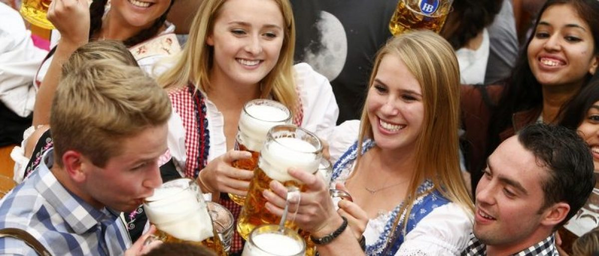 Visitors cheer with beer during the opening day of the 183rd Oktoberfest in Munich, Germany, September 17, 2016. REUTERS/Michaela Rehle