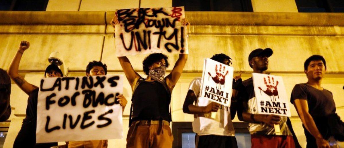 Marchers protest the police shooting of Keith Scott in Charlotte, North Carolina, U.S. September 24, 2016. REUTERS/Jason Miczek