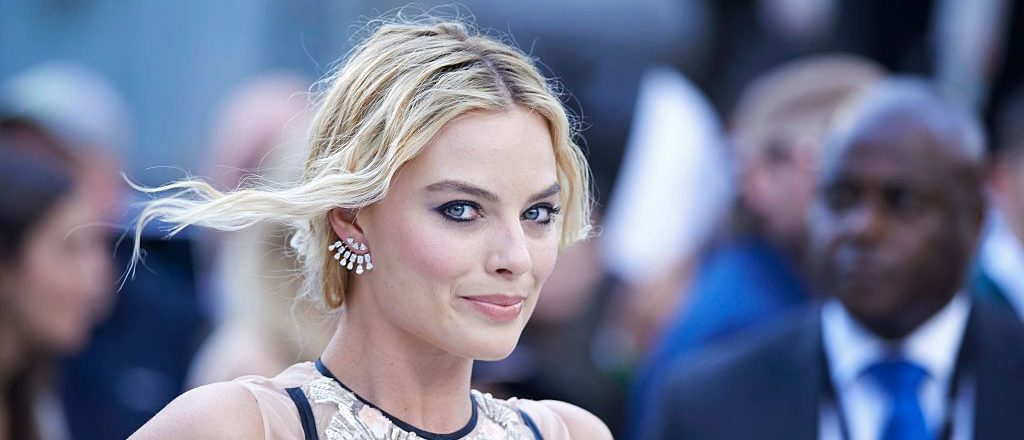 Australian actress Margot Robbie poses for photographers as she arrives to attend the European premiere of the film The Legend of Tarzan in central London on July 5, 2016. / AFP / Niklas HALLE'N (Photo credit should read NIKLAS HALLE'N/AFP/Getty Images)